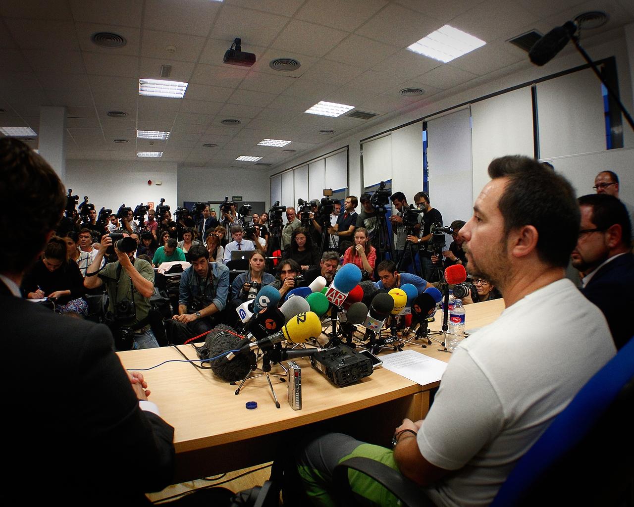 Rueda de prensa de Javier Limón, marido de Teresa Romero, tras ser infectada por ébola.