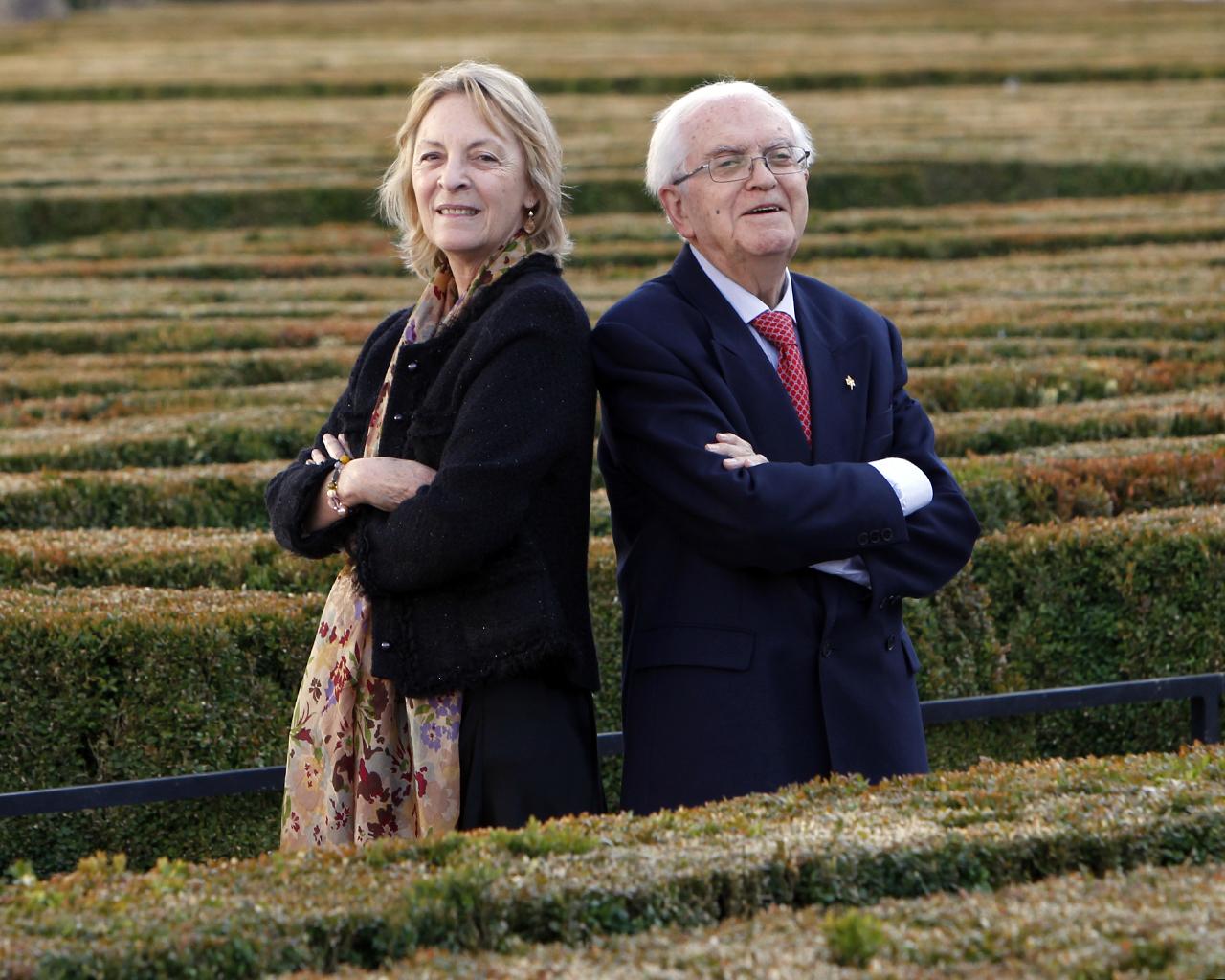 Gregorio Salvador Caja y Soledad Puértolas