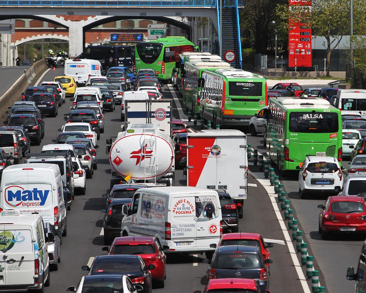 Controles de tráfico en la salida hacia la A-2. Madrid. 08/04/2020.