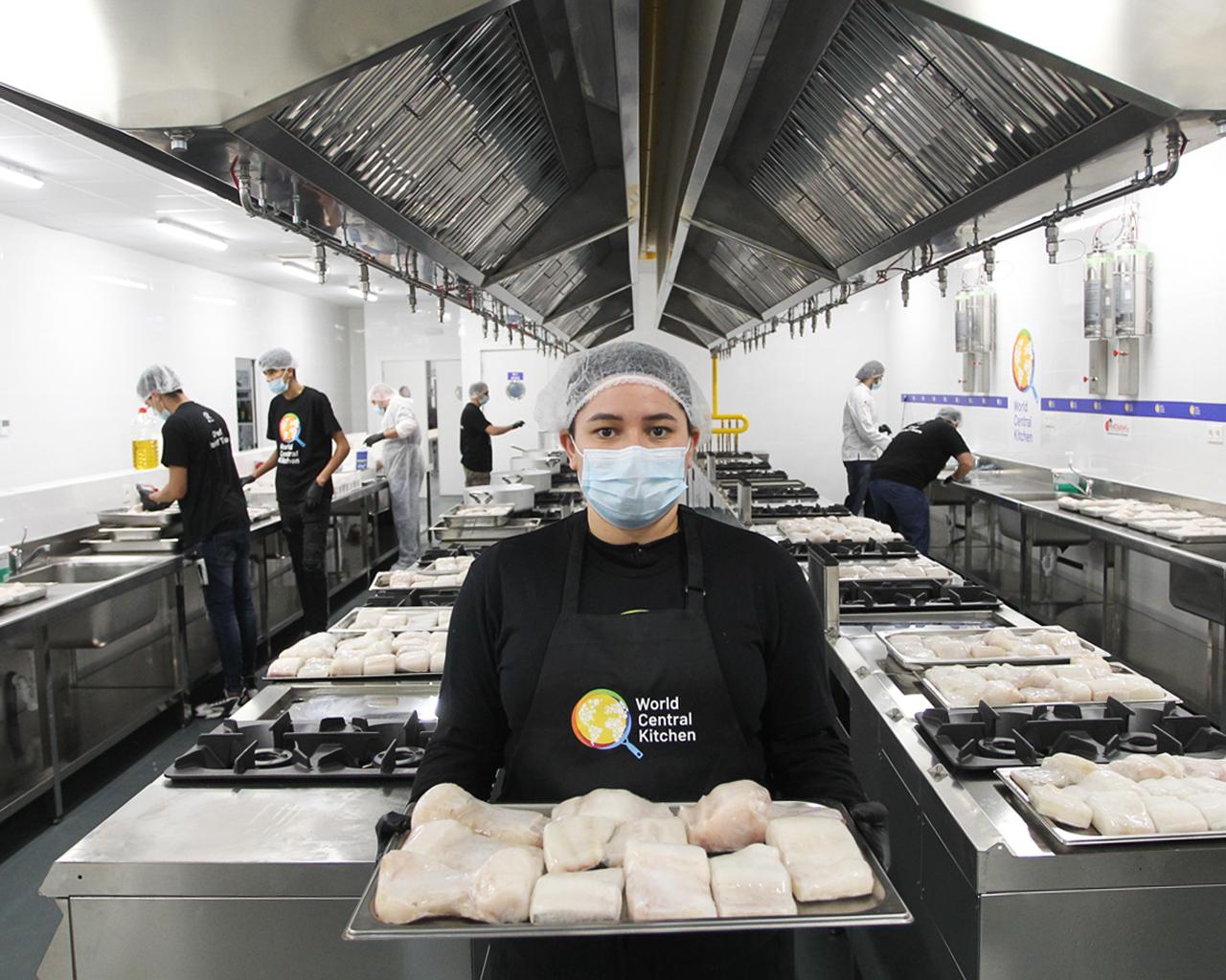 #ChefsForSpain. Cientos de voluntarios preparan más de 10.000 comidas diarias para los más vulnerables. Santa Eugenia, Madrid. 07/04/2020.
