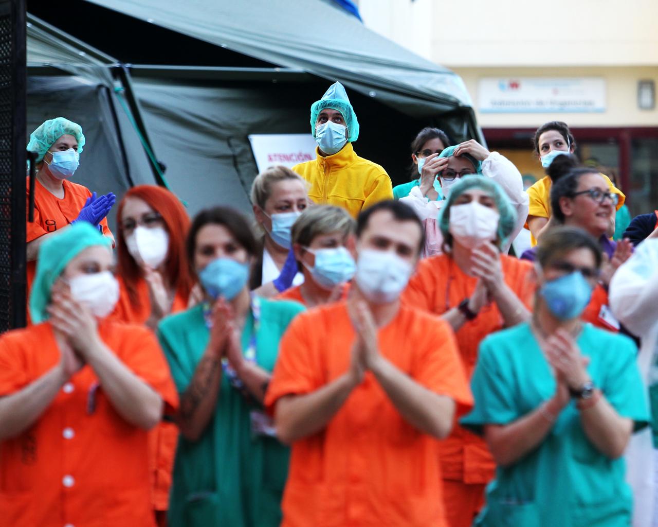 Sanitarios en el Hospital Gregorio Marañón. Madrid. 05/04/2020.