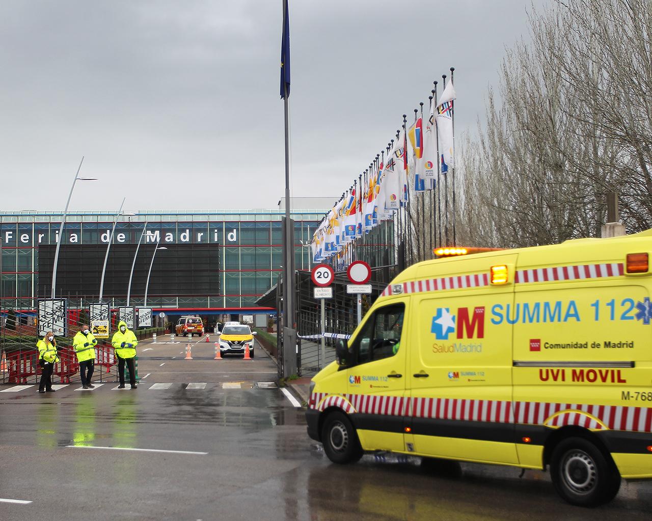 Una ambulancia accede al hospital instalado en Ifema. Madrid. 23/03/2020.