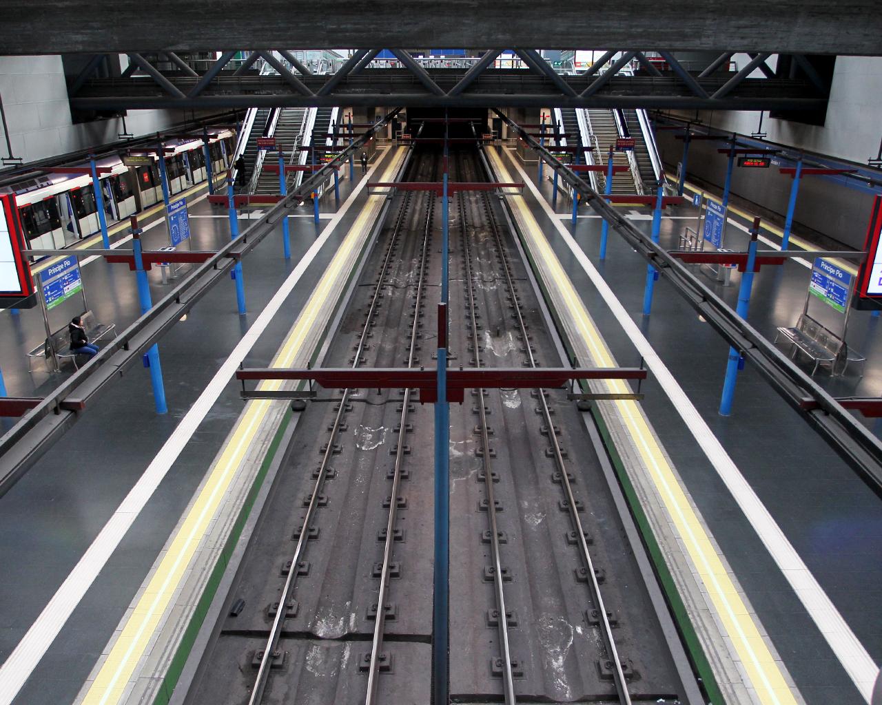 Hora punta en la estación de Metro de Príncipe Pío. Madrid. 30/03/2020.