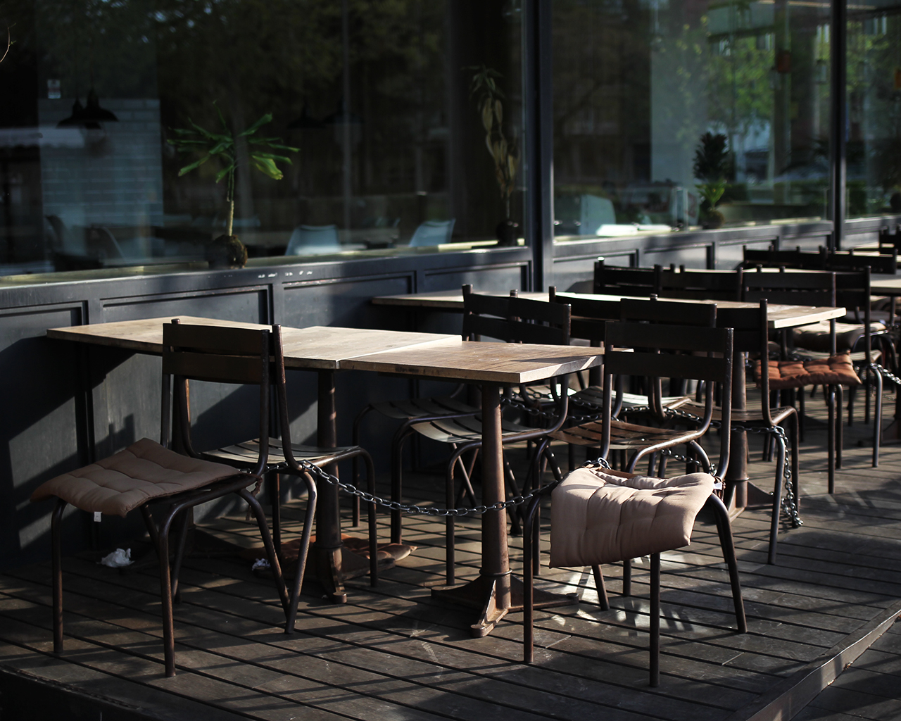 Una cafetería cerrada, junto al Paseo de la Castellana. Madrid. 30/03/2020.
