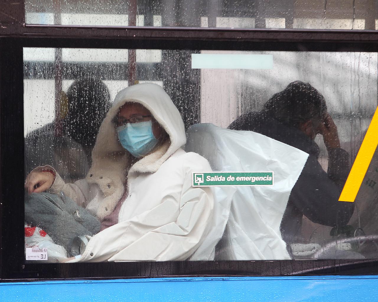 Traslado de pacientes en autobuses de la UME hacia el hospital de Ifema. Madrid. 31/03/2020.