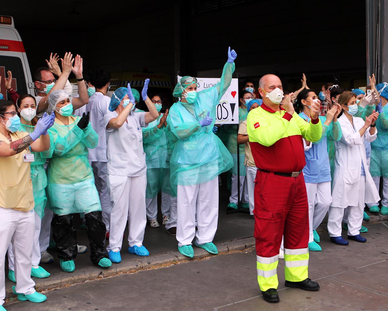 Sanitarios en el Hospital Infanta Sofía. S.S. Reyes. Madrid. 04/04/2020.