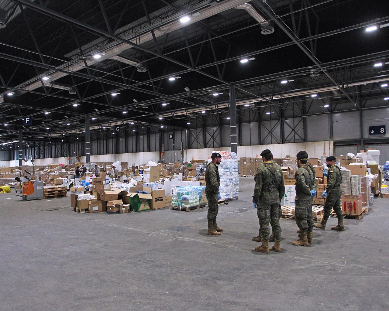 Personal militar trabajando en el pabellón 10 de Ifema. Madrid. 23/04/2020.