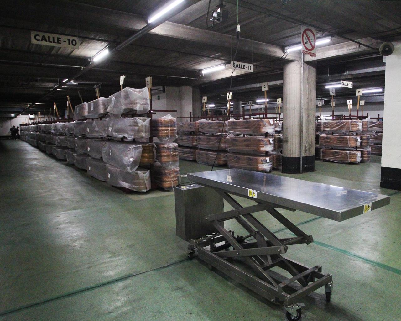 Féretros vacíos, almacenados en un tanatorio de Madrid. 07/05/2020.